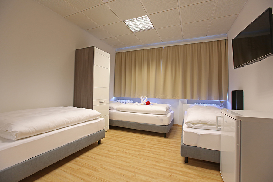 MontageHotel Bed & Steel